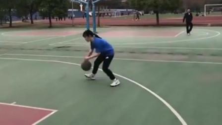 找了一位爱打篮球的女友,没事就喊我去打,真拿她没办法