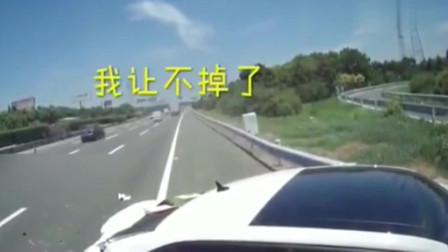 高速路上女司机作死变线,视频车司机嗓子都喊哑了