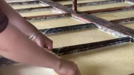 平常吃的腐竹,原来是这样做出来的,觉得好神奇啊!