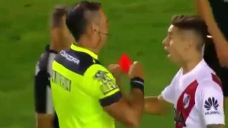 这可能是足球史上最明目张胆的手球了,红牌直接罚下,不过分吧