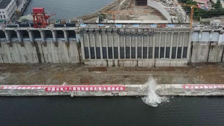 """历史性的一刻:""""中国水电之母""""丰满水电站新坝投入运行"""