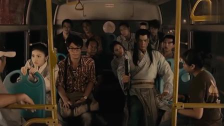《超时空救兵》唐朝世子穿越现在坐公交,当场晕车!