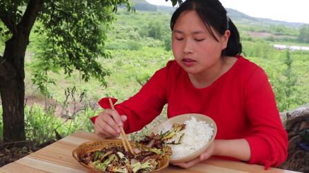 30元买4斤肥肠,胖妹做干锅肥肠,又香又辣,猛吃猛吃的,看饿了
