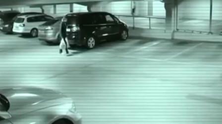 灵异事件:女子刚停在车边,有什么东西飞过去了?