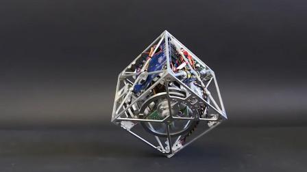 世界上最神奇的立方体,任意支点可站立好似不倒翁,玩一天都不腻