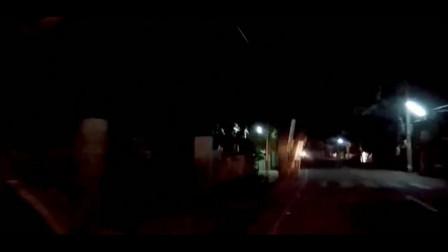 男子开车回家时遇到的灵异事件,注意看车灯里的画面!