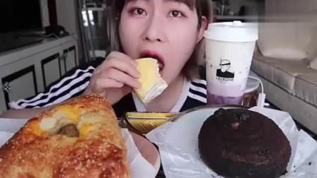美女声控吃播,榴莲千层蛋糕一口下去超满足,看了饿系列!