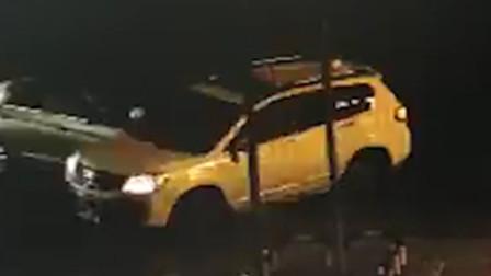【重庆】路口处两车猛烈相撞 SUV被瞬间撞翻