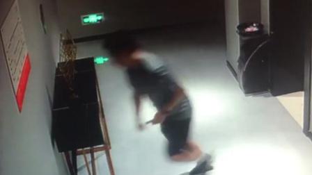 南通38岁民警10天捣毁8个诈骗窝点 累到撞墙昏迷
