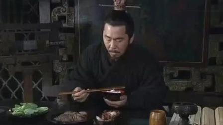曹操一碗白饭加牛肉吃的好香啊, 曹仁一旁看着都馋了吧!