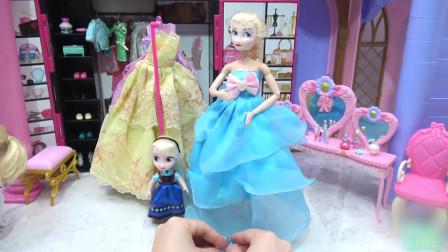 爱莎女王和小公主来到了豪华化妆屋,她们给自己换上了一套亲子装