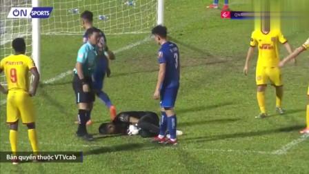 演技太差了!越南门将炸伤持球超6秒 ,裁判火眼金睛对方任意球破