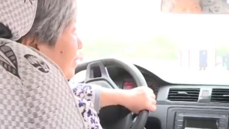 67岁奶奶为送老伴看病考驾照 1000道模拟题反复做