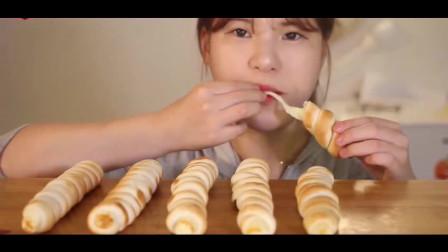 韩国小眼睛妹纸吃播长棍面包?怎么那么像毛毛虫啊