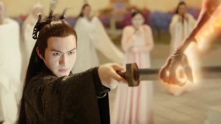 三生三世十里桃花:男子抱着受伤的凤九,帝君的眼神简直秒杀一切