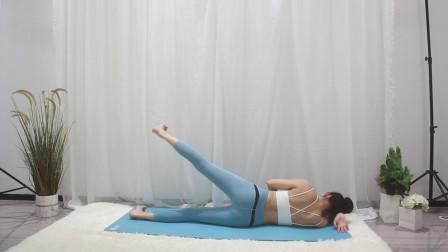 今天是蜜桃臀练习的最后一组动作了,坚持!跟瑜伽老师一起练臀部