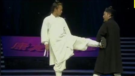 """钟云龙不愧是武术家,""""猛虎扑食""""形容其功夫变幻莫测,可一招制敌!"""