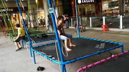 游乐场玩具视频 少儿蹦床玩具体验 开心乐翻天