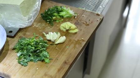 豆腐鲫鱼汤的家常做法,肉味甜美有营养,一看就会!