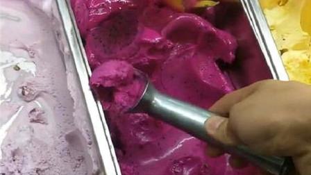 楼下新开的网红甜品店,当三种口味的冰淇淋混合,我还减个啥肥!