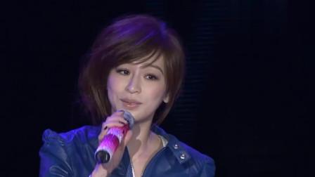 王心凌深情演唱《第一次爱的人》, 甜美歌声带你回味纯纯的爱恋!