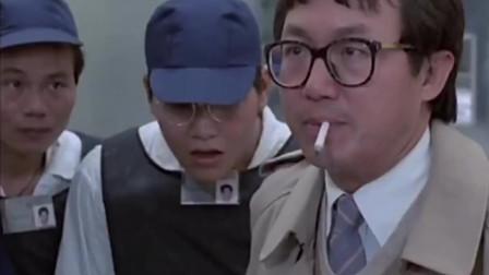 皇家警察真霸气,为了开枪点烟!小伙都看懵了!经典港片