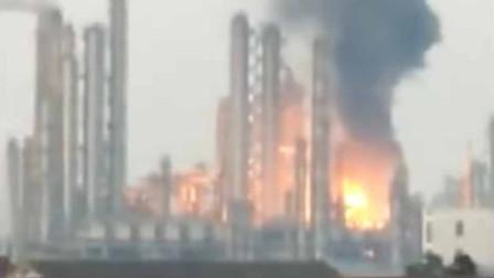 突发!泰州一化工厂凌晨发生泄漏起火 相关部门3小时紧急灭火