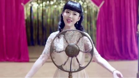头牌歌星瞧不起穷丫头,不料丫头上台献唱一曲,抢了头牌的生意!
