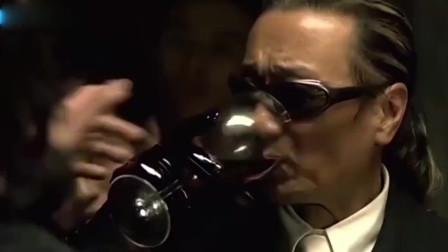 黑老大用毒酒庆功,酒后立即洗胃医治,对手反应过来已晚诶!