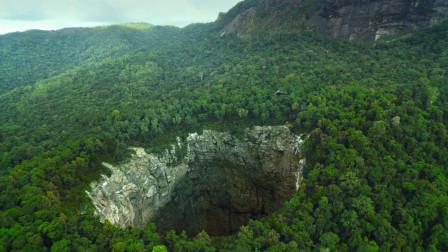 真实事件改编,探险家深入2000米神秘洞穴,看着就很吓人!