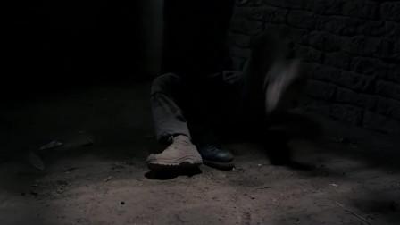 第四区:歹徒抓到士兵,想教训他,不料被士兵暴打一顿!