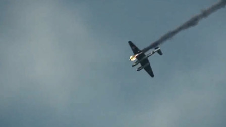 二战空战场面,苏军轰炸机遇袭被击落,飞行员被俘