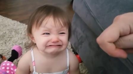 """老爸逗宝贝女儿:""""你的鼻子被我拿走了"""",宝宝天真的样子太逗了"""