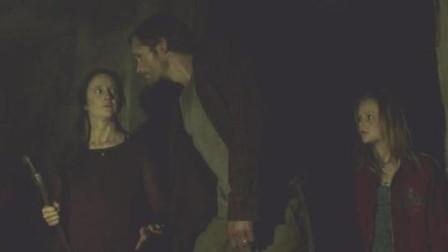 一家三口在地下生活301天!小镇爆发疫情,幸存者遭遇追杀!3分钟带你看完黑暗惊悚片《躲藏》结局耐人寻味。