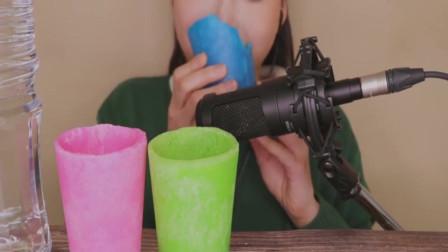 这杯子又能喝水又能吃?什么材料做成的呀!这么厉害!