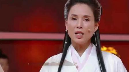 小龙女李若彤现身春晚!众人合唱《铁血丹心》听哭了!
