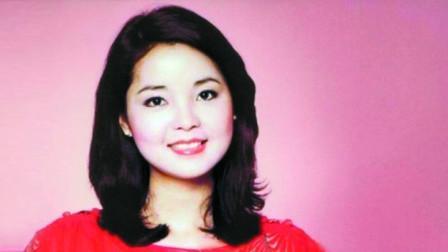 邓丽君当年演唱的一首《我心深处》,一身红衣真是惊艳啊!