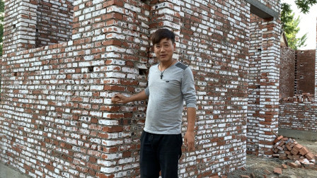 农村小盖房子,房子浇了几遍水,砖头白的吓人,小伙心里有点发毛