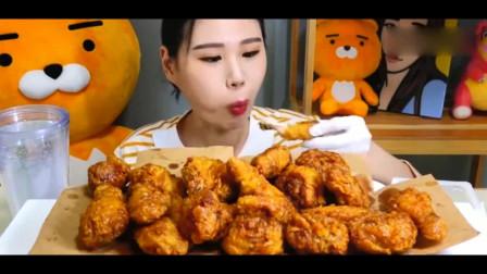 韩国大胃王卡妹直播吃炸鸡,我的妈呀,这么大一桌子,吃的完吗!