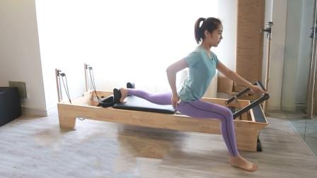 好身材不是天生具备的!美女健身教练带领塑形操,练出小翘臀