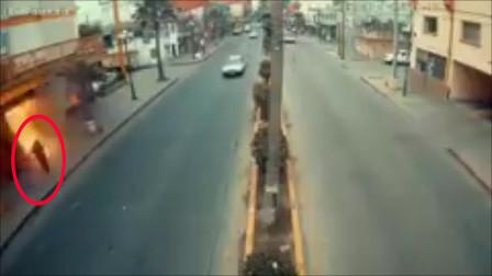男子途经酒店遇猛烈爆炸被炸飞 埋在废墟下捡回一命