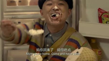 保姆不让男孩吃蛋糕,谁知他把保姆关进厕所,一个人吃起来