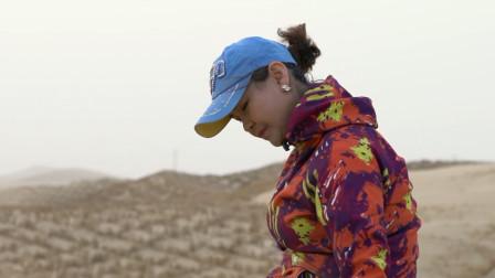 """植树治沙14年,身患重病也不离开,这个新疆美女堪称""""沙漠玫瑰"""""""