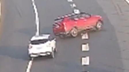 【重庆】高速司机越实线变道酿事故 没撞上也要担责