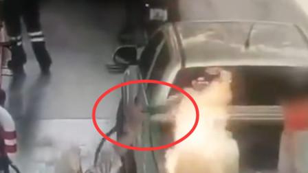 7岁女孩在加油站被大火吞噬 其父慌乱中抽出加油管
