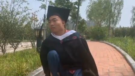 蹲着走路的毕业生!残疾医学生毕业照挑战:不给青春留遗憾