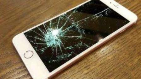 学生教室里哭着砸自己手机 学校:班干部让砸的
