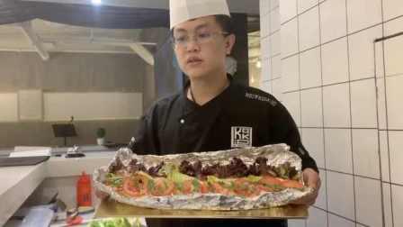 吃货福利!他推出超棍三明治,一个半米长
