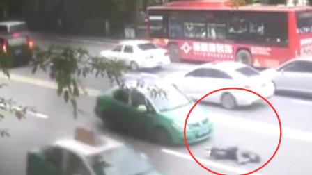 男子早高峰横穿马路 被出租车撞飞几米远