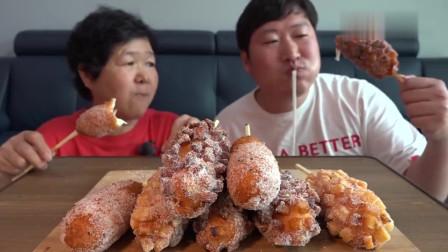 《韩国农村美食》胖墩母子的午饭,今天吃芝士热狗,看看这吃法,吃得特别香
